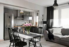 Umiejętnie dobrane meble i dodatki stworzyły spójny, elegancki wystrój przywodzący na myśl stare francuskie mieszkania. Wrażenie to potęgują...