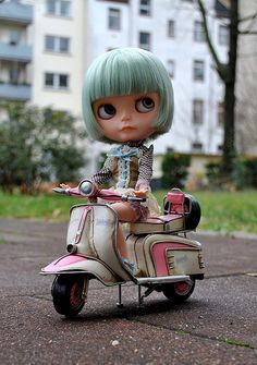 Mona and her pink vespa   Flickr - Photo Sharing!