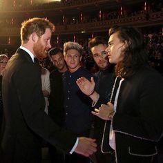 """Prince Harry and Prince Harry. """"Encontre um namorado que te olhe como Liam, Louis e Niall olham pra Harry Styles."""""""