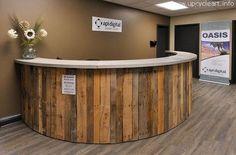 lovely office counter made of pallet wood Bar Pallet, Pallet Counter, Wooden Counter, Pallet Wood, Barn Wood, Recycled Pallets, Wooden Pallets, Recycled Materials, Bar Redondo