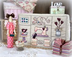 Interesting Choose the Right Sewing Machine Ideas. Cleverly Choose the Right Sewing Machine Ideas. Quilting Projects, Sewing Projects, Craft Projects, Sewing Box, Sewing Notions, Sewing Lessons, Sewing Hacks, Fabric Crafts, Sewing Crafts