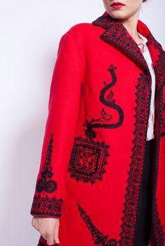 #traditionalcoat #RomanianLabelCoat Folk Fashion, Ethnic Fashion, Hijab Fashion, Womens Fashion, Parka, Folk Costume, Costumes, Lacemaking, Hand Stitching