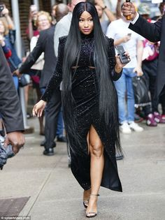 Rap royalty: Nicki Minaj looked like a true Queen on Monday as she headed to film The Late Show With Stephen Colbert Nicki Minaj Rap, Nicki Minaj Outfits, Nicki Minaj Barbie, Velvet Gown, Doja Cat, Looking Gorgeous, Look Fashion, Sexy, Celebs