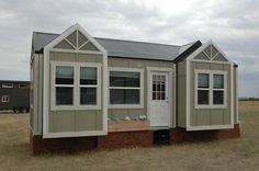Voici une Tiny House très originale puisqu'elle est extensible. Trois parties au niveau des fenêtres de cette micro maison peuvent..