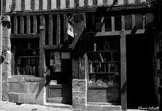 Librairie Nivet, rue de la boucherie #limoges #ruedelaboucherie #francoislabetoulle