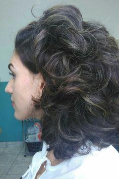Cabelo ondulado natural #cabeloondulado #cabelocurto #cabeloonduladocurto #cabelovolumoso #wavyhair #enilayodog
