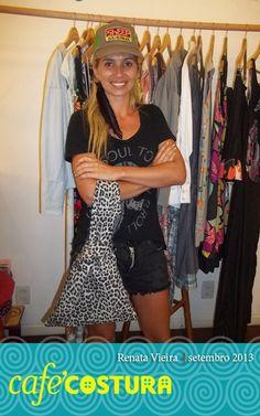 Renata e sua bolsa que compõe o estilo perfeitamente!