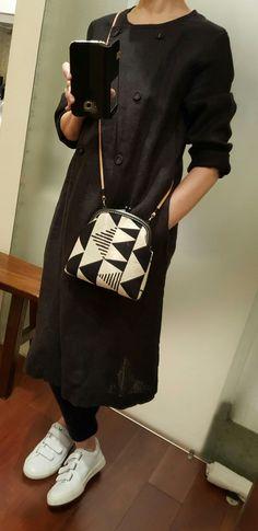 Black & white cross shoulder frame purse
