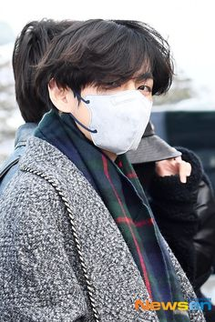 V Taehyung, Bts Bangtan Boy, Bts Laptop Wallpaper, Korean Haircut, Bts Polaroid, Bts Clothing, Bts Airport, Bts Lockscreen, No One Loves Me
