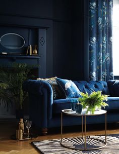 Top interior design trends 2020 Top interior design trends 2020 navy blue velvet sofa and navy walls in a living room<br> Time to get inspired. Blue Velvet Sofa Living Room, Blue Living Room Decor, Living Room Sofa, Living Room Interior, Home Interior, Living Room Furniture, Navy Blue Velvet Sofa, Navy Sofa, Living Walls