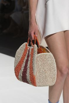 Anteprima at the Milan Fashion Week in Spring 2019 - Deta .- Anteprima auf der Mailänder Modewoche im Frühjahr 2019 – Details Runway Photos… Anteprima at the Milan Fashion Week Spring 2019 – Details Runway Photos – the - Diy Fashion, Fashion Bags, Spring Fashion, Teen Fashion, Milan Fashion, Style Fashion, Crochet Handbags, Crochet Purses, Crochet Bags