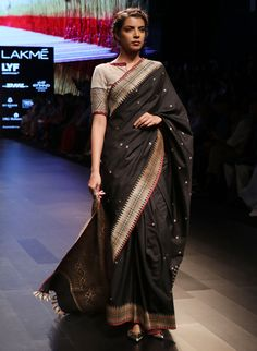 Pics: Six yards of tradition from Assam - saree n blouse Assam Silk Saree, Indian Silk Sarees, Indian Beauty Saree, Trendy Sarees, Stylish Sarees, Saree Draping Styles, Saree Styles, Cotton Saree Blouse Designs, Blouse Patterns