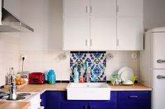 Kitchen in white & blue.