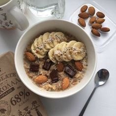 Oatmeal porridge served with banana chops and chocolate with almonds - healthy breakfast for a sustainable day. Think Food, I Love Food, Good Food, Yummy Food, Tasty, Healthy Breakfast Recipes, Healthy Snacks, Healthy Recipes, Food Goals
