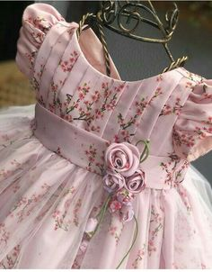 Kids Party Wear Dresses, Baby Girl Party Dresses, Little Girl Dresses, Baby Girl Frocks, Frocks For Girls, Baby Frocks Designs, Kids Frocks Design, Fashion Kids, Baby Dress Design