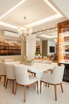 Get inspired by these modern dining room design ideas! Ceiling Design Living Room, Dining Room Design, Kitchen Design, Dining Room Centerpiece, Dinning Table, Plafond Design, Dinner Room, Luxury Dining Room, Dining Rooms