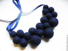 """Купить Войлочные бусы """"Индиго"""" - тёмно-синий, темно-синие бусы, войлочные бусы"""
