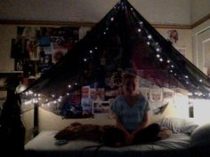 stick in ceiling on top bunk...something to try for the dorm???