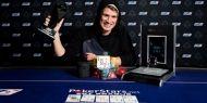 Neamtul Julian Track a castigat Main Eventul EPT Praga, dupa ce l-a invins la heads-up pe grecul, Georgios Sotiropoulos. Cei doi au facut deal la heads-up impartind €1.4 milioane si lasand €25,700 pentru castigator. Pe langa premiul de €725,700, Julian Track a mai primit trofeul EPT si un ceas de lux SLYDE. http://www.kalipoker.ro/stiri-poker/julian-track-este-noul-campion-ept-praga.html
