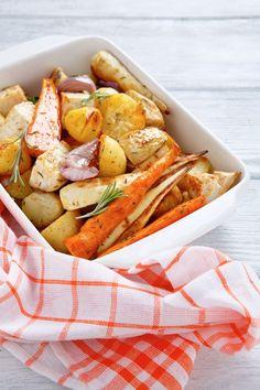 pečená zelenina Nom Nom, Vegetarian Recipes, Food And Drink, Meat, Chicken, Ethnic Recipes, Zero Waste, Regional, Fitness