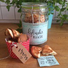 DIY Idee mit Handlettering - Letter Lovers fraeulein_kalt: Glückskekse verschenken mit geletterten Sprüchen