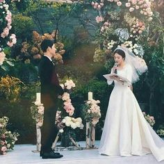 Perhaps one of the biggest weddings in Asia, Song Joong Ki and Song Hye Kyo tied the knot last October 2017 and everyone's can't get over the bride's Christian Dior wedding dress! Song Hye Kyo, Song Joong Ki, Wedding Pics, Wedding Couples, Cute Couples, Wedding Dresses, Korean Celebrities, Korean Actors, Celebs