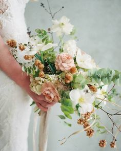 Sublime Useful Tips: Simple Wedding Flowers Daisies wedding flowers bouquet yellow. Romantic Wedding Flowers, Neutral Wedding Flowers, Summer Wedding Bouquets, Cheap Wedding Flowers, Bride Bouquets, Bridal Flowers, Flower Bouquet Wedding, Floral Wedding, Boquet