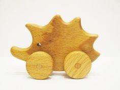 Beau jouet en bois de hérisson sur jouet de par WoodenCaterpillar                                                                                                                                                                                 Plus