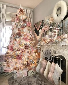 You know Christmas on the door and you have to prepare it well. Here we show you the best Christmas Decoration, Home Decor, Diy, Crafts, Christmas Ideas Types Of Christmas Trees, Pink Christmas Decorations, Beautiful Christmas Trees, Merry Christmas, Cottage Christmas, Girly Christmas Tree, French Christmas, Xmas Tree, Christmas Tree Inspiration