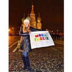 Zdrasvite Modafabrikçiler!Kameralarımızı #Kremlin Meydanına çeviriyoruz ve tanıdık bir #bayrakritueli ile karşılaşıyoruzOlga Hm.'a ve Rusya'dan tüm takipçilerimize teşekkür ederizSposiba!www.modafabrik.com #modafabrik #modafabrikheryerde #sposiba #russia #rusya #stpetersburg #chelyabinsk #novosbrisk #picoftheday #moscow #moskova #kampanya #1flag #1000countries #1website