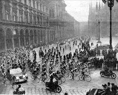 Piazza Duomo - 1951  partenza Milano Sanremo | da Milàn l'era inscì