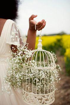 That 70′s Show – A Retro Flower-Child Bridal Shoot