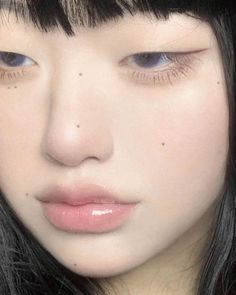 Angel Aesthetic, Aesthetic Vintage, Aesthetic Girl, Uzzlang Girl, Girl Face, Makeup Inspo, Beauty Makeup, Human Poses, Hair Reference