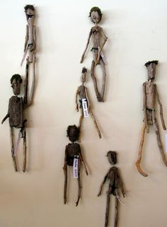 The Bent Tree Gallery: June 2010 driftwood dolls Driftwood Beach, Driftwood Crafts, Driftwood Ideas, Twig Art, Sticks And Stones, Paperclay, Nature Crafts, Beach Art, Pebble Art