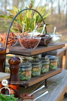 Outdoor Wine and Pizza Bar Party Summer Pizza Bar Party Pizza Bar Party, Party Food Buffet, Salad Bar Party, Buffet Pizza, Brunch Mesa, Wine And Pizza, Catering Food, Catering Recipes, Catering Display