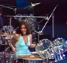 Singer-drummer Karen Carpenter of The Carpenters. Karen Carpenter, Richard Carpenter, Girl Drummer, Female Drummer, Carpenters Band, Drums Girl, Karen Richards, Female Rock Stars, Drum Tattoo