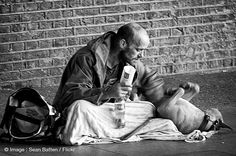 The unconditional love between dogs and their owners l Photo Sean Batten l #homeless #dogs #love