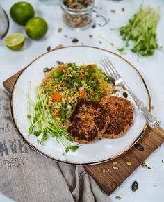 Bönbiffar med grönsaksquinoa och tomatsalsa