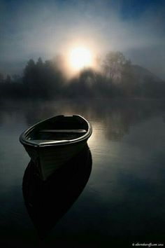 DAYBREAK - photo by Alberto Baruffi, of an empty boat on still water at dawn Beautiful Places, Beautiful Pictures, Am Meer, Belle Photo, Serenity, Sunrise, Scenery, In This Moment, Outdoor
