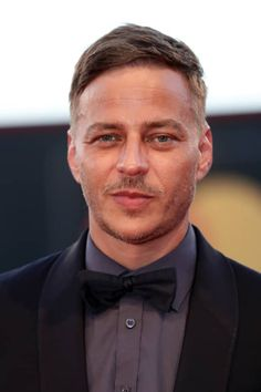 Tom Wlaschiha, Character Bank, Female Images, Role Models, Character Inspiration, Athlete, Toms, It Cast, Stranger Things