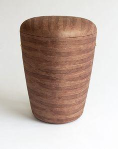 Braune Boote – Naturstoff-Urne mit Lokta-Papier aus Nepal. 100 % biologisch abbaubar, für alle Arten der Erdbestattung geeignet. Nepal, Canning, Home Decor, Urn, Paper, Handmade, Interior Design, Home Interiors, Decoration Home