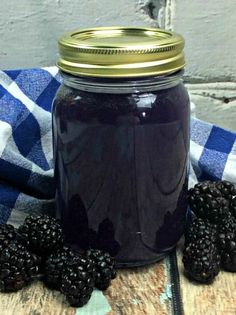 Blackberry Moonshine! – My Incredible Recipes Blueberry Moonshine, Blueberry Pie Moonshine Recipe, Moonshine Recipes Homemade, Homemade Liquor, Apple Pie Moonshine, Homemade Alcohol, Blackberry Recipes, Cocktail Recipes, Drink Recipes