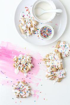 10 Minute Mini Waffle Cakes | sugarandcloth.com