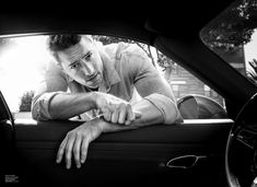 This is Us Star Justin Hartley Poses for DuJour Magazine Fall 2019 Issue Senior Boy Poses, Mens Photoshoot Poses, Senior Guys, Photoshoot Ideas, Senior Pictures, Best Poses For Men, Good Poses, Senior Boy Photography, Portrait Photography Poses