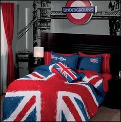 travel theme decorating ideas - travel decor - world travel decorating - world globe Travel theme bedrooms - around the world theme decorating - postcard decor - global decor - camera decor - London underground - Paris - Rome - Moscow - New York travel t London Decor, Room London, Bedroom Themes, Bedroom Designs, Bedroom Decor, Bedroom Ideas, Wall Decor, London Underground, Theme Anglais