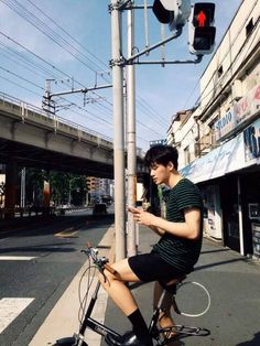 pinterest ˗ˏˋpeachiebaeˎˊ˗ Asian Boys, Asian Men, Korean Fashion Men, Mens Fashion, Japanese Fashion, Ulzzang Boy, Photo Reference, Handsome Boys, Cute Boys