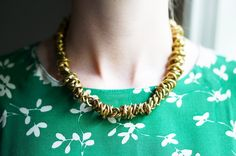 DIY Brass Chain Necklace - http://videos.silverjewelry.be/brass/diy-brass-chain-necklace/