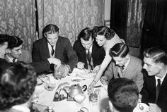 The Babes enjoying a cup of tea. Billy Whelan, Jackie Blanchflower, Mark Jones, Eddie Colman and Duncan Edwards. Not sure who that is on Duncans right though Manchester United Images, Manchester United Players, Munich Air Disaster, Liverpool Images, Matt Busby, Bobby Charlton, Blackburn Rovers
