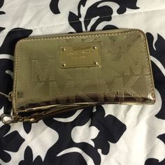 Micheal Kors iPhone 5 wallet So pretty & easy to carry! Trying to get rid of it because I upgraded to a iPhone 6 Plus. Accessories Phone Cases