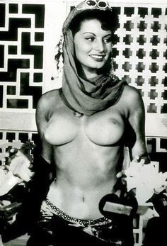 Sophia Loren shows boobs. Free high quality naked body photos of Sophia Loren. I hope that you will enjoy latest pictures and maybe we can see some explicit photos, who knows. Brigitte Bardot, Celebrity Books, Sophia Loren Images, Pin Up, Italian Actress, Famous Women, Real Women, Cleopatra, Beautiful Actresses